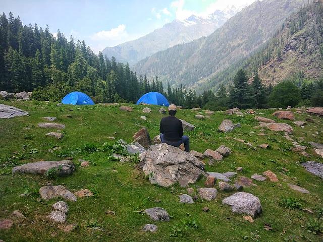 Trekking to Khirganga