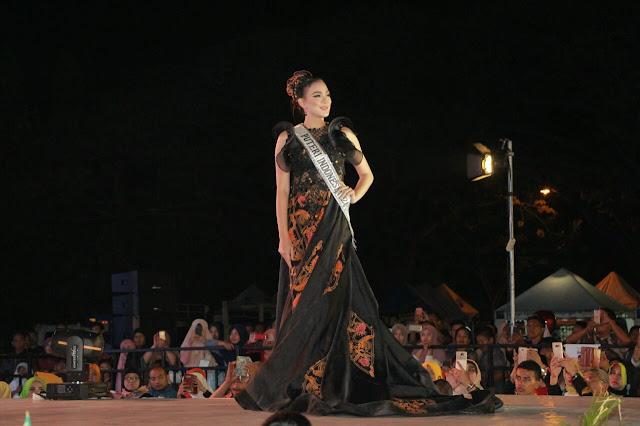 Putri Indonesia tahun 2016 asal Sulawesi Utara Kezia Warouw mengaku sangat mengagumi wisata, budaya dan kuliner yang ada di Kabupaten Probolinggo. www.kraksaan-online.com