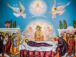 صورة لتكريم العذراء عند انتقالها الي السماء