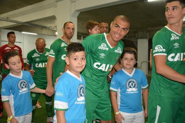 Mateus Caramelo (lateral direito)