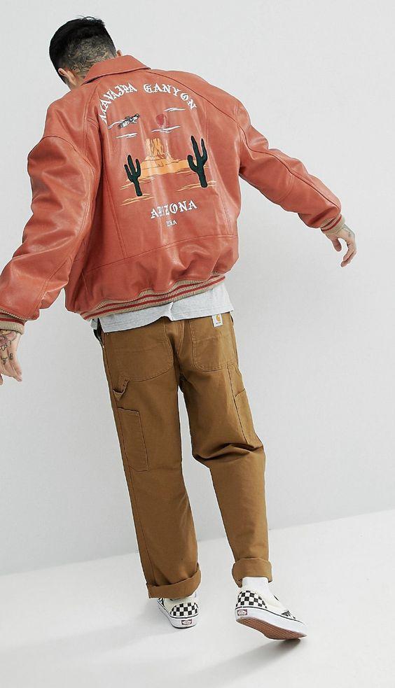 look masculino com jaqueta rosa bordado