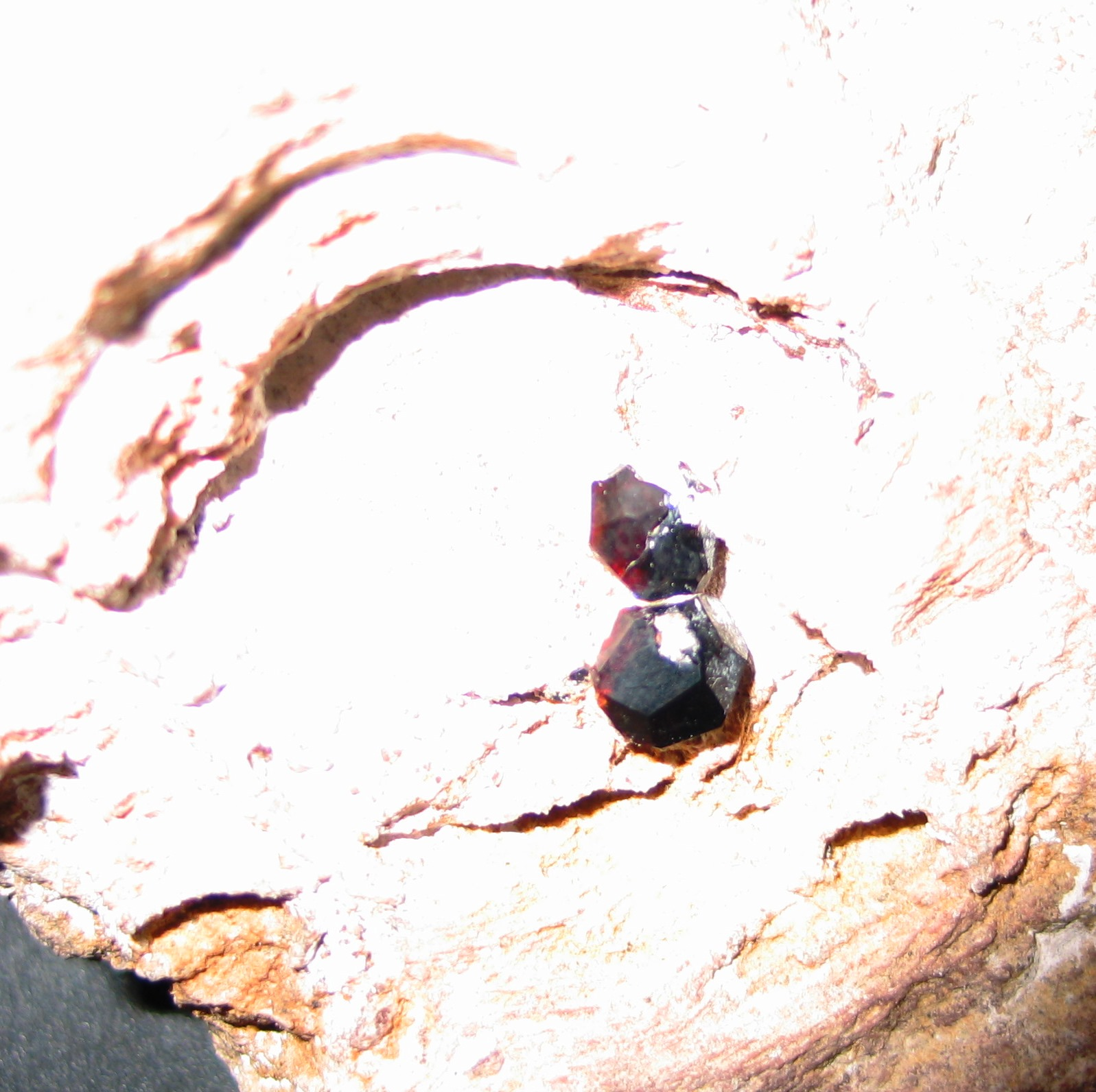 Lapidary Whisperer: VUGS - THE HOLE IN YOUR ROCK