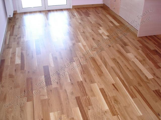 Λουστράρισμα σε δρύινο ξύλινο πάτωμα με σατινέ βερνίκι