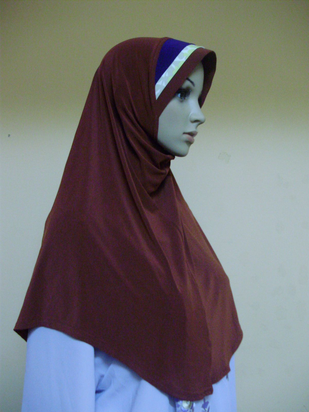 Tudung putih baju maroon projek di pondok - 3 7