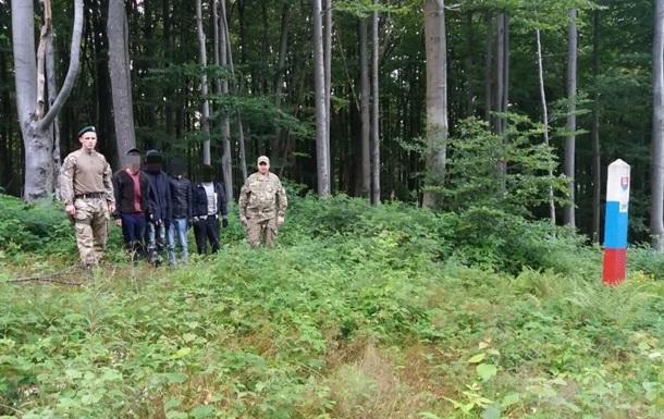 На кордоні зі Словаччиною затримали групу нелегальних мігрантів