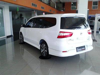 Promo Kredit Nissan Grand Livina terbaru 2017