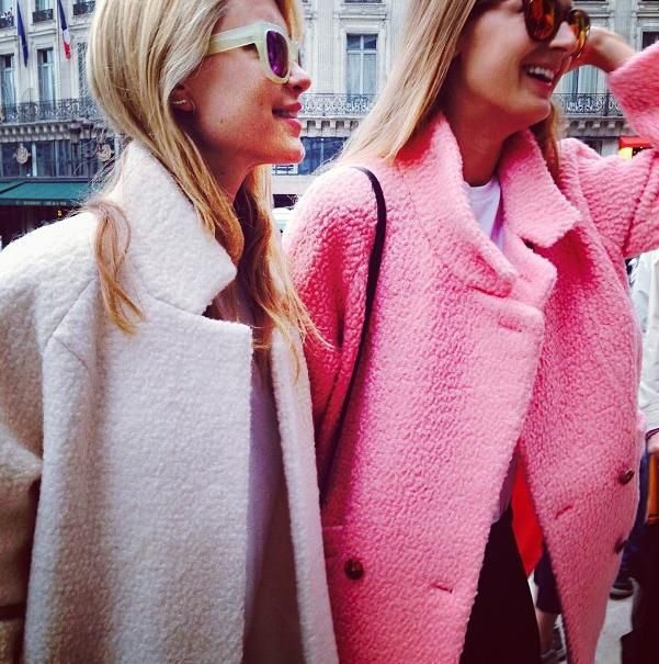autumn style, fuksja, inspirujace kolory, jak nosić conversy, jesienne inspiracje, kolor, mocne kolory, oversize, romantic, romantyczny, róż, różowe stylizacje, różowy płaszcz, soczyste kolory,