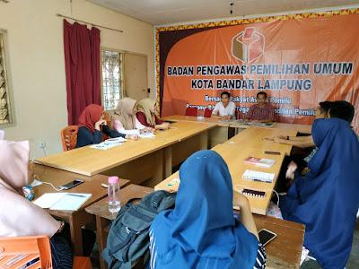 Bawaslu Bandar Lampung Beri Pembekalan Mahasiswa Magang