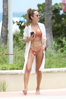 Natalia-Borges-Bikini-Candids-in-Miami-Beach-06-662x993+%7E+SexyCelebs.in+Exclusive.jpg