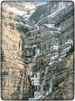 View of Bridal Veil Falls from the Lost Creek Trail Viewpoint.