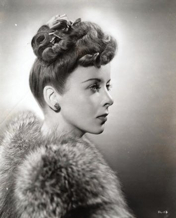 The Ugly Dame The Poodle A 40s Hairstyle