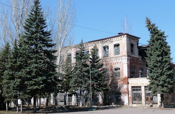 Славянск. Бывший горновой корпус фаянсового завода Кузнецова и Эссена.