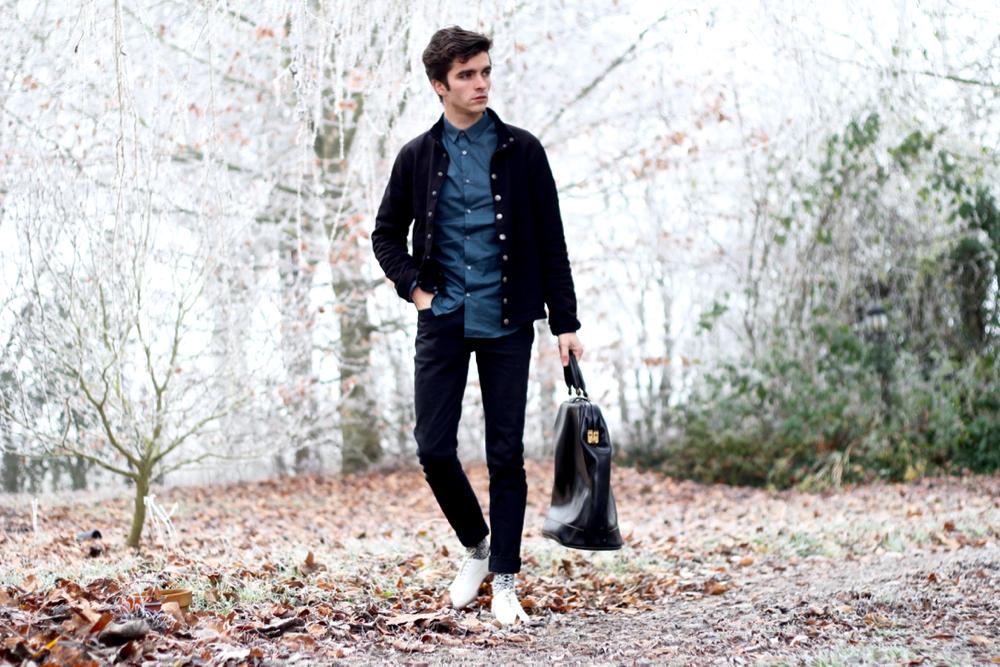 BLOG-MODE-HOMME-cardigan-new-yvan-agnesb-chemise-ikks-jeans-apc-petit-standard-noir-sac-botte-vintage-chaussettes-motifs-royalties-style-bordeaux-paris