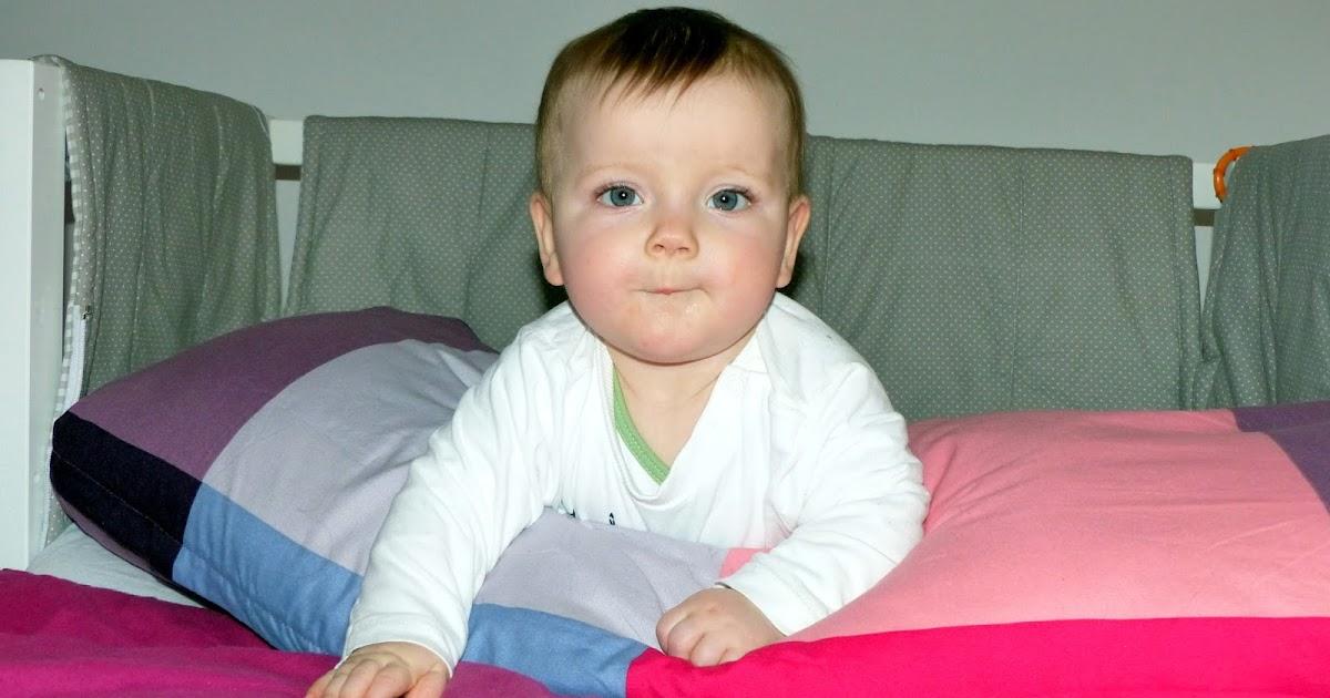 leben mit baby max ist 8 monate alt erdbeerchens testwelt. Black Bedroom Furniture Sets. Home Design Ideas
