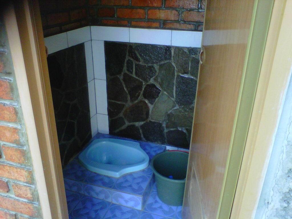 desain kamar mandi minimalis dengan batu alam | desain rumah