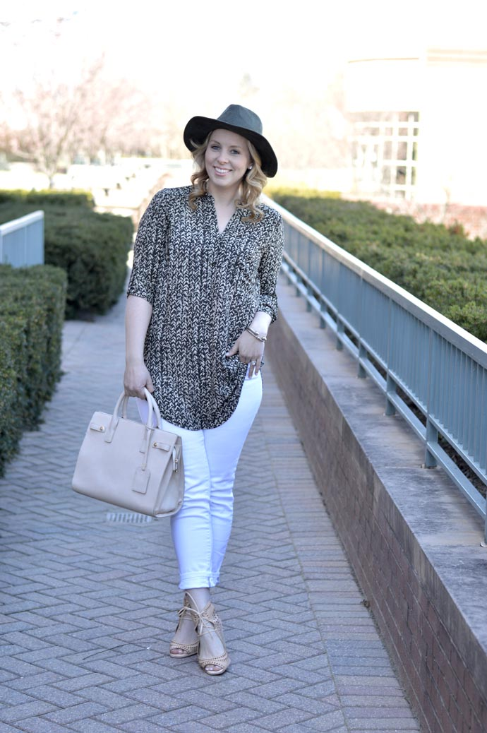 spring outfit tunic and white jeans