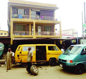 armed robber attack man oyingbo lagos