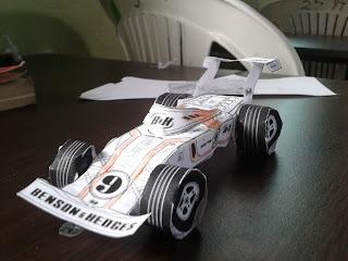 carro formula1 terminado usando moldes de papel.