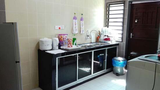 Ruang dapur selesa Ani Kuantan Homestay