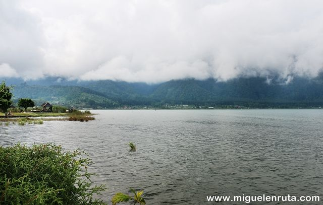 Bratán-Lake-Bali