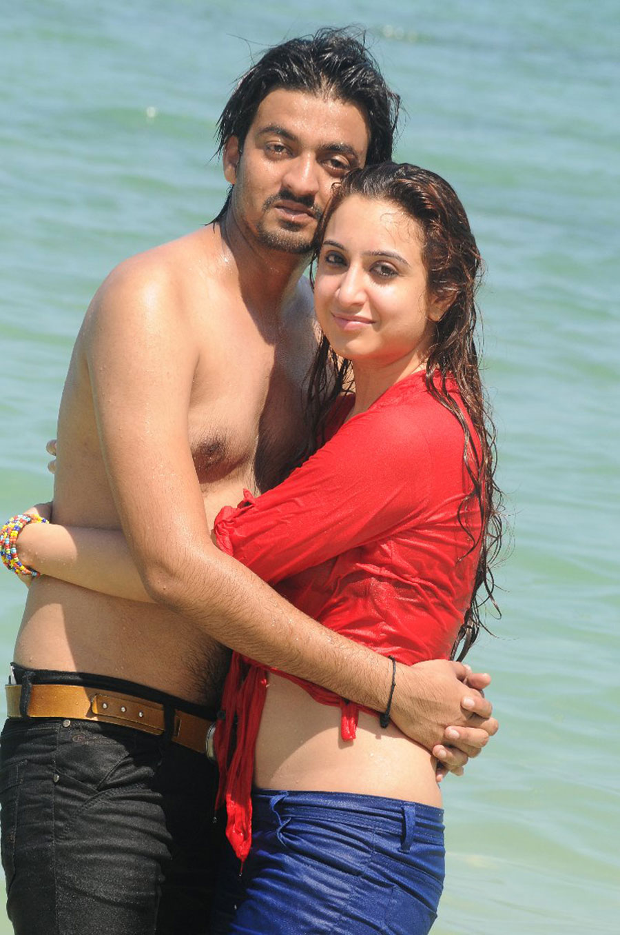 Naalu perum romba nallavanga wet look new movie stills