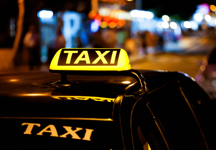 Taxiuri Arad