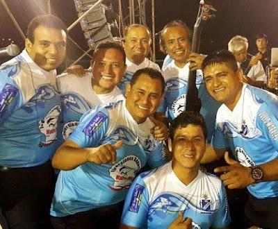 Foto de integrantes de Agua Marina sonriente