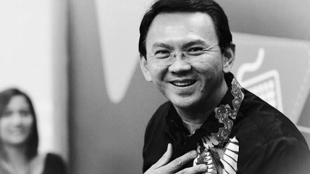 Ekpresi Kerinduan dan Doa Netizen Untuk AHOK Saat Tim BTP, Posting Foto Keren Mantan Orang Nomer Satu DKI Ini Jalan Pakai Payung....