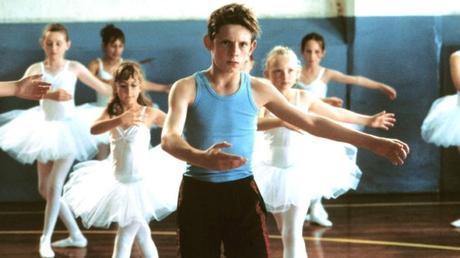 Billy Elliot (2000), la historia del niño que quería bailar, protagonizada por Jamie Bell