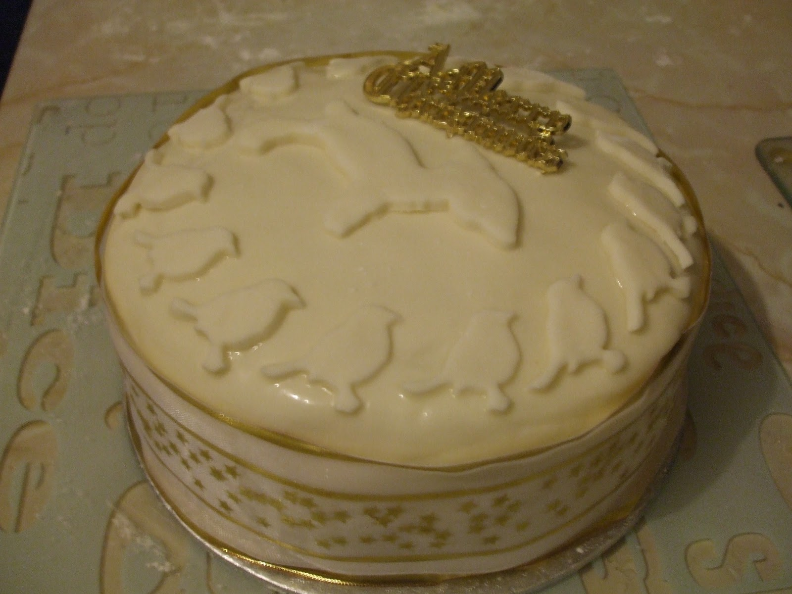 Marzipanning A Christmas Cake