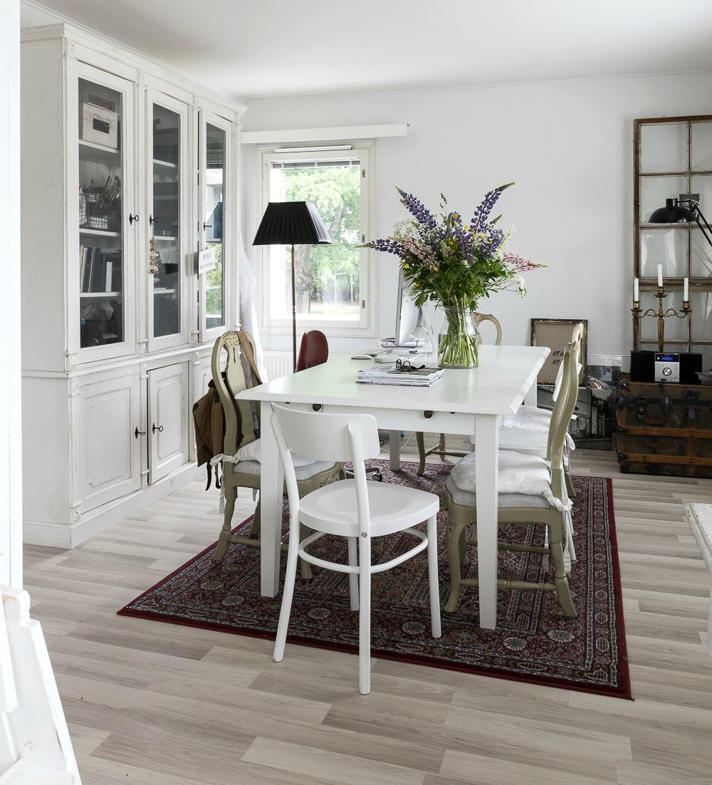 Sisustus, ruokailutila, ruokailu, ruokapöytä, vitriini, valokuvaus, Visualaddict, valokuvaaja, Frida Steiner, interior design, inredning, ruokahuone, työtila, työhuone, nordic design