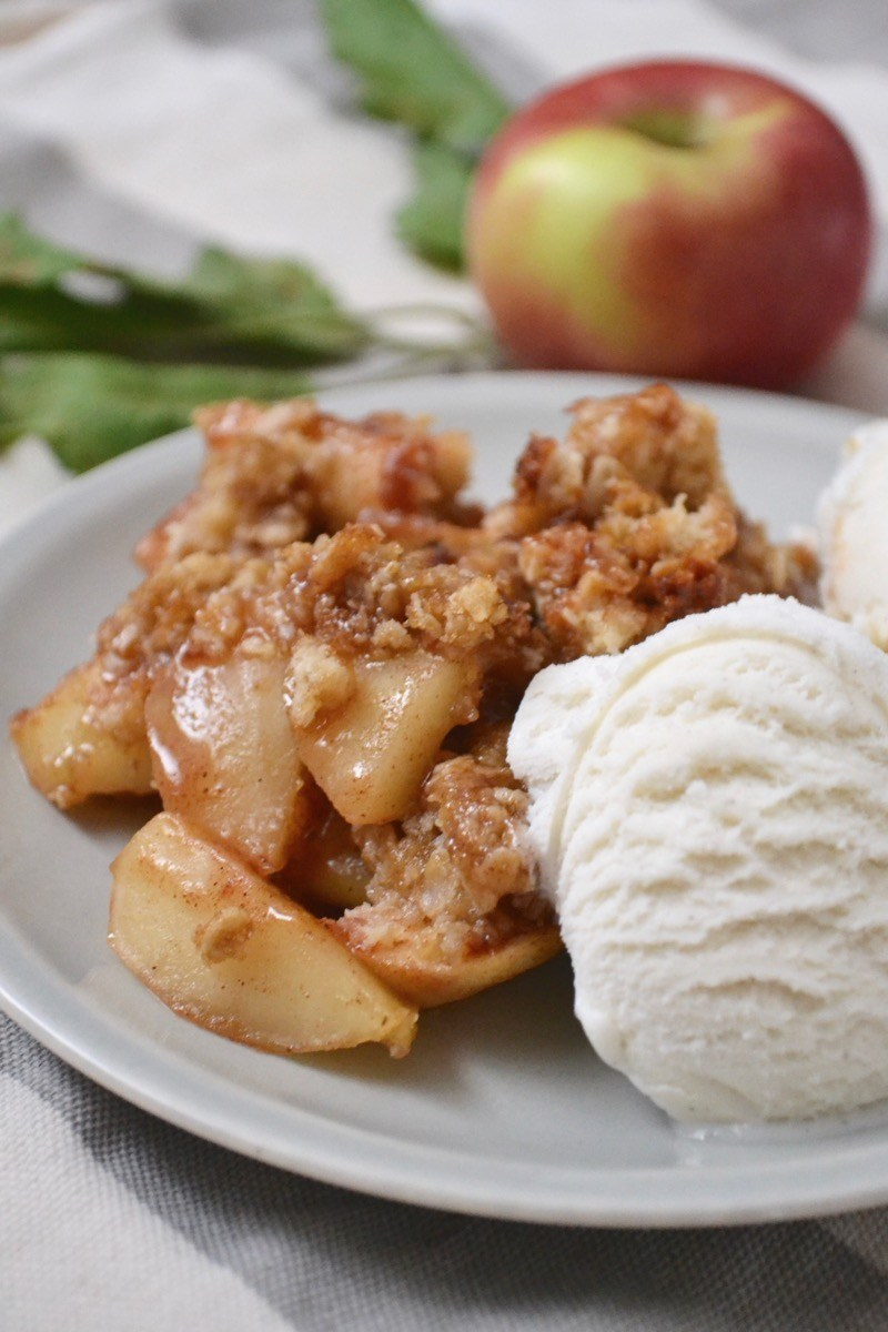 PERFECTLY CRUMBLY APPLE CRISP #apple #dessert