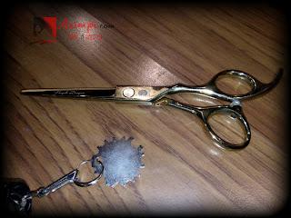 Mengatasi gunting rambut tumpul karena jatuh