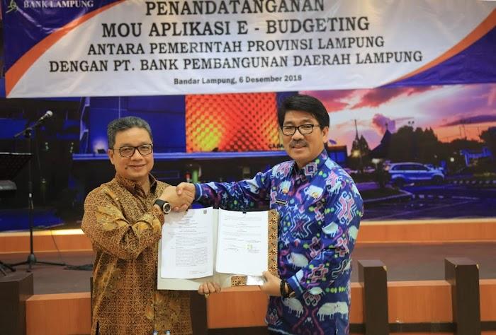 Pemprov Lampung Berikan Penghargaan Shiddakarya Kepada Enam Pelaku Usaha