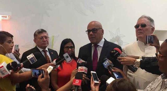 """El gobierno sigue con la """"tramoya"""" del diálogo con la oposición"""
