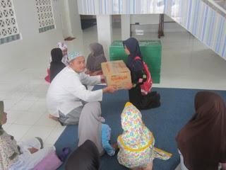 MI Al Raudlah Berbagi Bersama Panti Asuhan Anak Yatim Rahmah Al-Asri