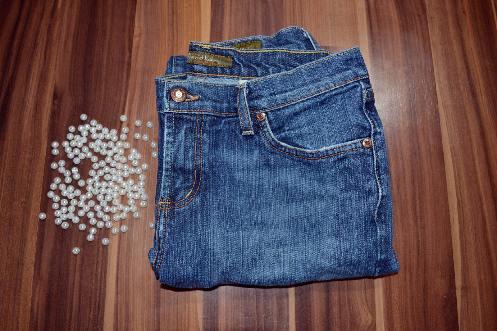 431743839502 Step 1: place the pearls how you want them on your jeans