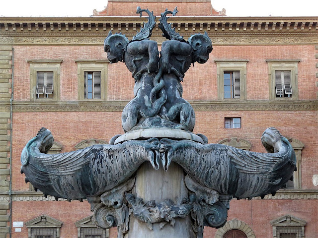 Fountain with sea monsters by Pietro Tacca, Piazza della Santissima Annunziata, Florence