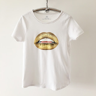 gold lips t shirt