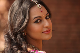 sonakshi-talk-about-family-in-show