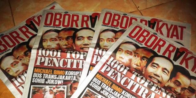 Sehari sebelum pemungutan suara, Warga Kabupaten Jember, Jawa Timur, mendapat kiriman tabloid Obor Rakyat, Selasa (8/7/2014)