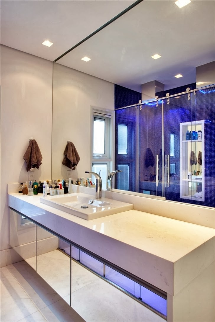 Bathroom mirror in Dream home by Pupo Gaspar Arquitetura