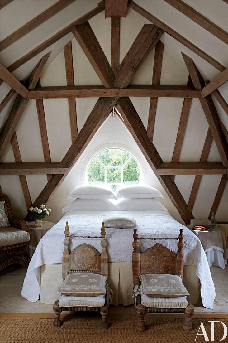 Moon to moon attic room envy for Attic bedroom decoration