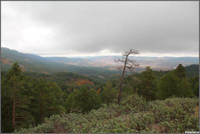 Vista de la Sierra De Valdemeca desde cerca del Majadal De La Erilla (en otoño)