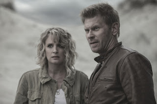"Samantha Smith as Mary Winchester and Mark Pellegrino as Lucifer in Supernatural 13x02 ""The Rising Son"""