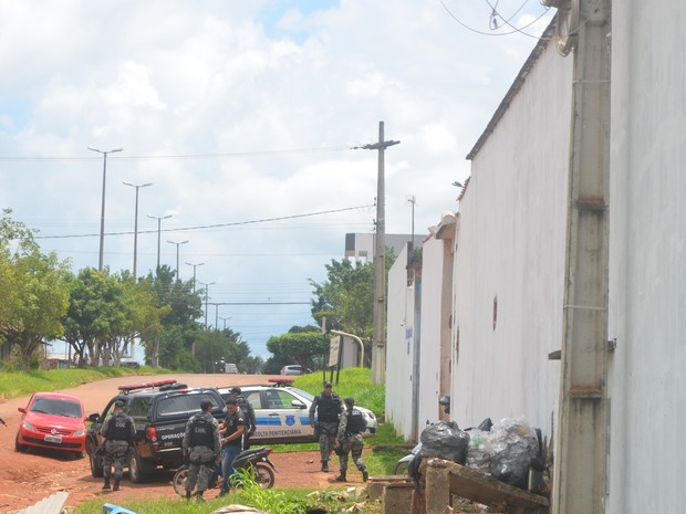 Homem é preso ao tentar arremessar drogas dentro de presídio em Cacoal