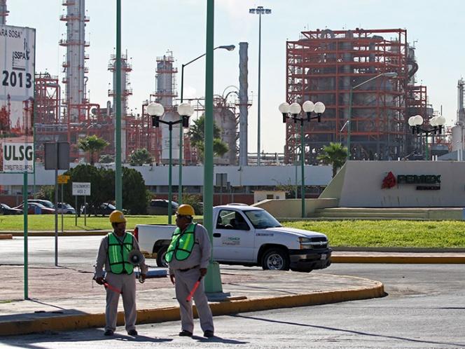 Por sismos y huracanes disminuye producción de crudo en Pemex