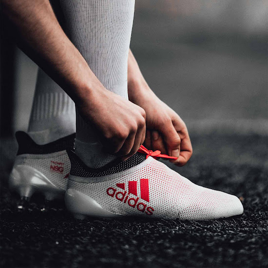 f852a454af22 Similar to the Predator, the Adidas X Cold Blooded soccer boot is mainly  white with red and black applications. The look of the boots, however, ...