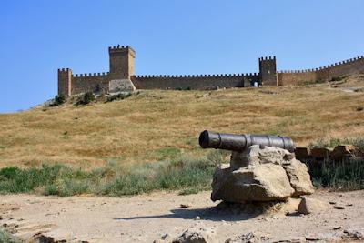 Пушка возле Судакской крепости