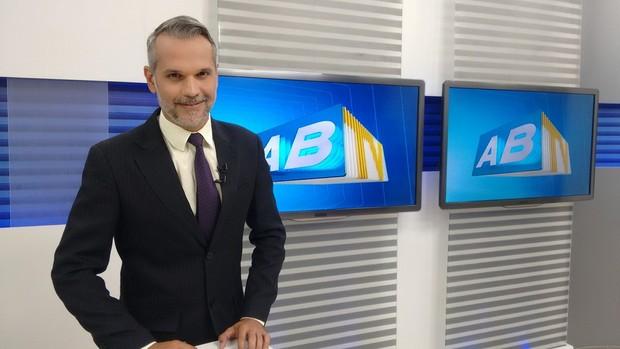 Jornalista Alexandre Farias, vítima de bala perdida, é transferido e está sedado na UTI de Hospital em Recife